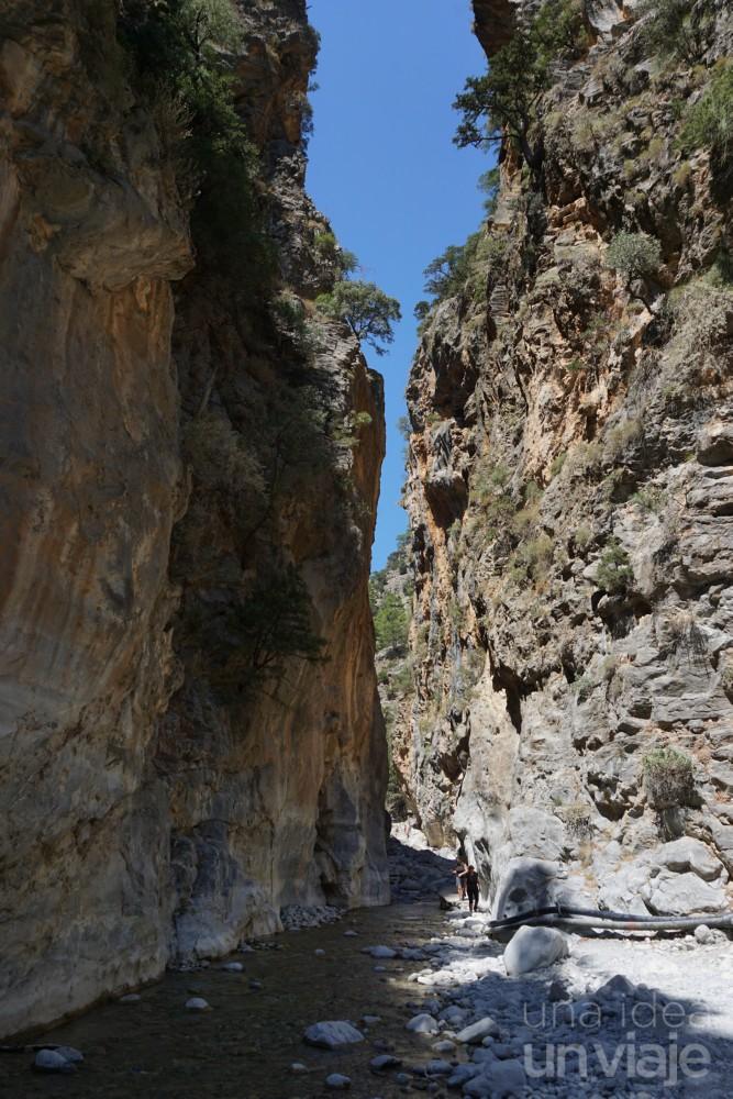 Paso estrecho de la Garganta Samaria al sur de Creta
